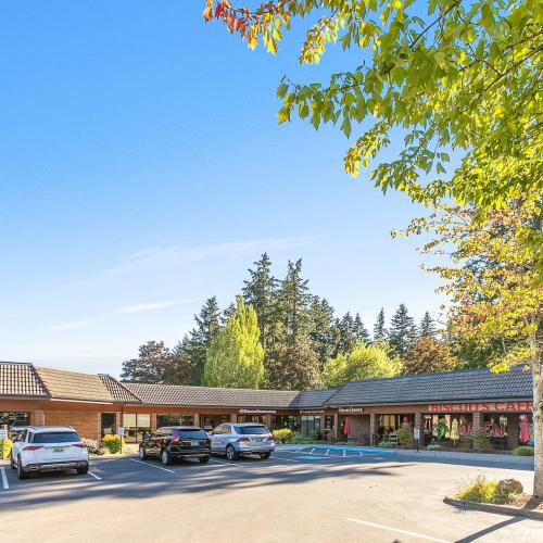 Parking lot of available space for lease in Lake Oswego
