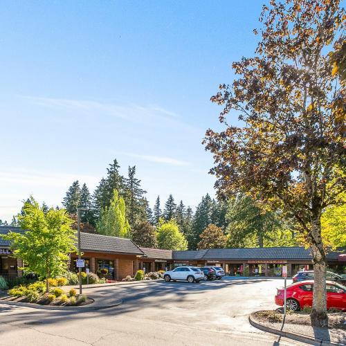 Retail space for lease in Lake Oswego