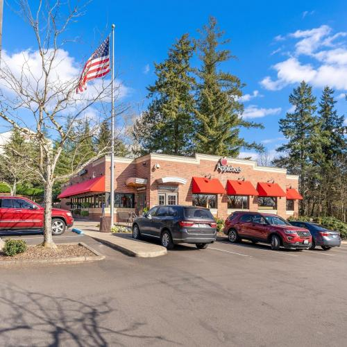 commercial building for lease in Lake Oswego