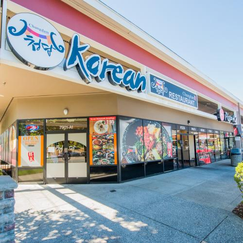 Korean Barbeque, Winco, and Pizza Hut are among the tenants in the area of this retail center.